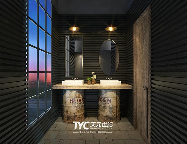 """洗手台的设计是卫生间的亮点,两只复古的""""大油桶""""极具创意,不同形状的"""